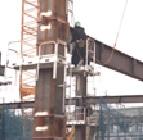 鉄骨工事に安全な足場